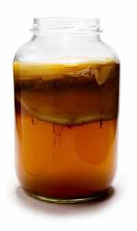 Настой чайного гриба также с успехом применятся и в косметических целях.